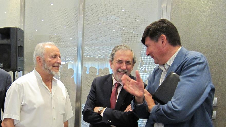"""Anguita y Salinas reivindican el """"programa"""" para los acuerdos postelectorales y Pimentel solo ve """"reparto"""""""