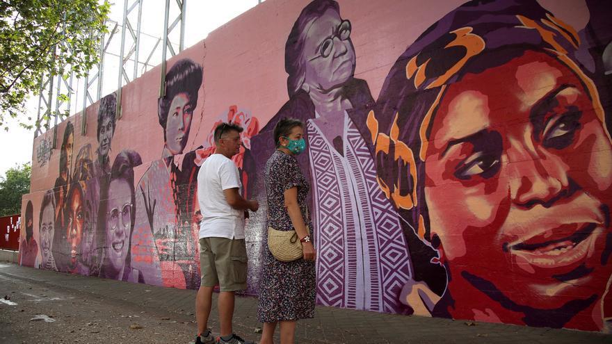 Terminada la restauración del mural feminista vandalizado en Madrid
