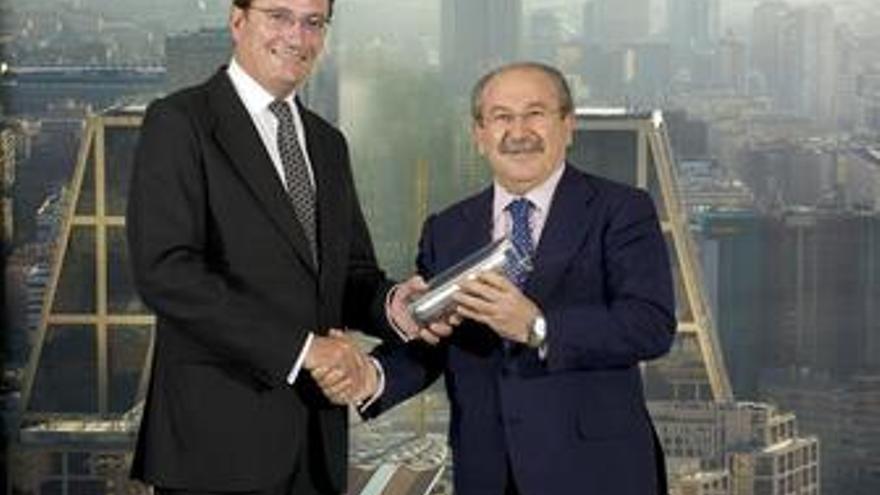 Carlos Mas, presidente de PwC, y Luis del Rivero, presidente de Sacyr Vallehermo