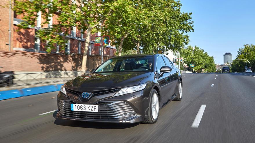 El Camry hace para Toyota las veces de buque insignia de la marca en Europa.