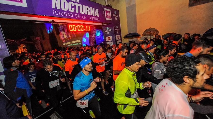 Corredores el pasado sábado en la sexta edición de la Carrera Nocturna Ciudad de La Laguna