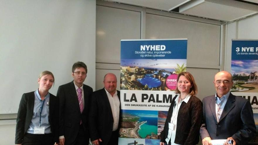 La consejera de Turismo del Cabildo de La Palma, Alicia Vanoostende (derecha) en la feria turística genérica Ferie for alle (Herning, Dinamarca).