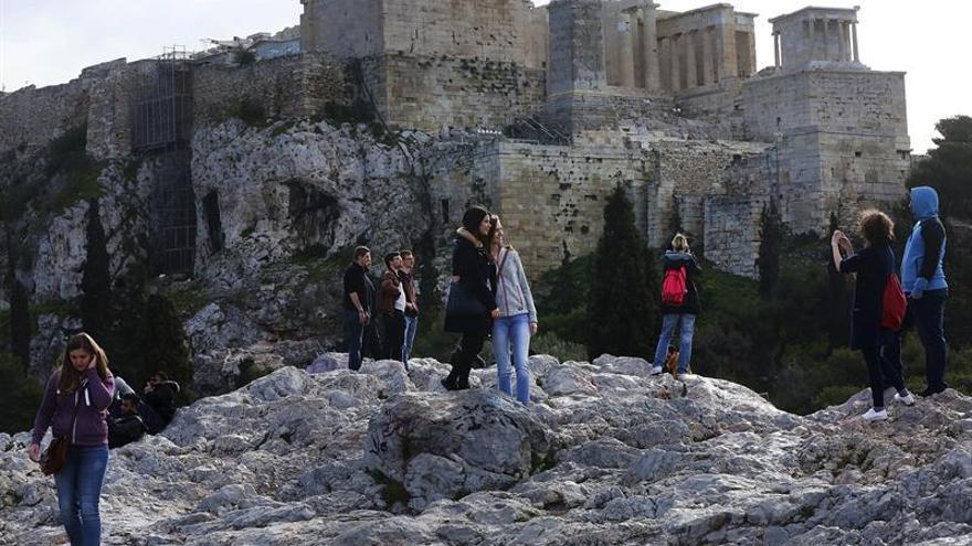 La saturada isla griega de Santorini pide poner un techo al turismo