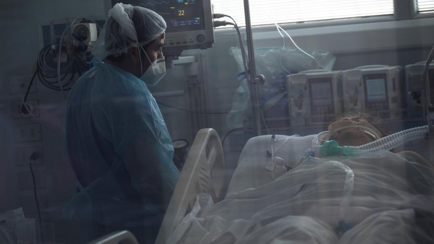 Chile roza los 15.000 muertos desde marzo y suma 1.455 casos de covid-19