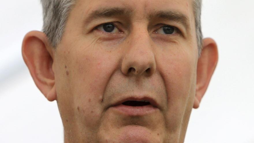 El líder del partido unionista irlandés dimite tras tres semanas al frente