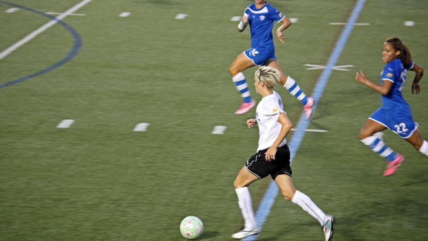 Megan Rapinoe durante un partido. / Wikimedia Commons