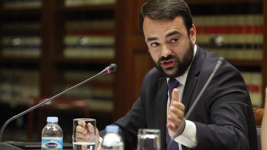 El consejero de Presidencia del Gobierno de Canarias, Aarón Afonso, durante su comparecencia en comisión parlamentaria de Asuntos Europeos y Acción Exterior.