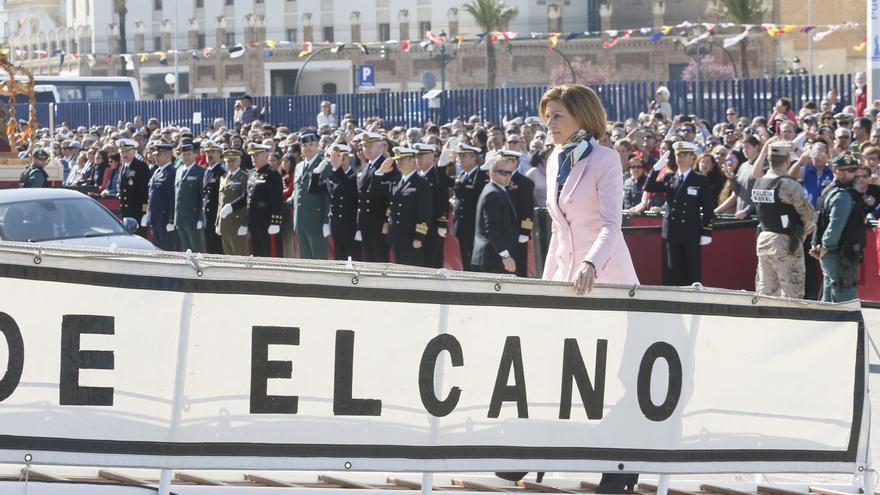 Cospedal en la despedida en Cádiz del 'Juan Sebastián de Elcano'