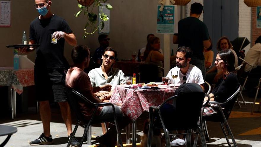 El 46,7 % de los españoles irá menos a bares y restaurantes por la COVID-19