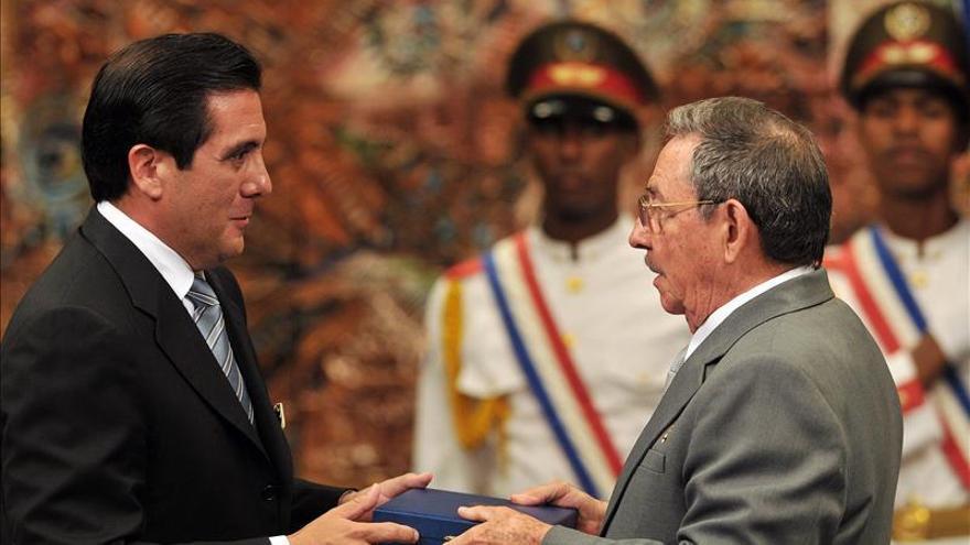 Raúl Castro se reúne con expresidente panameño Martín Torrijos en La Habana