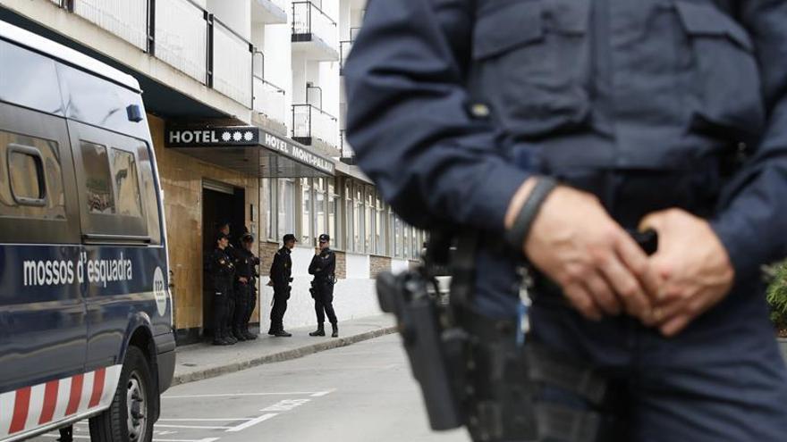 Tensión en los hoteles de Pineda a la espera de que se desaloje a los policías