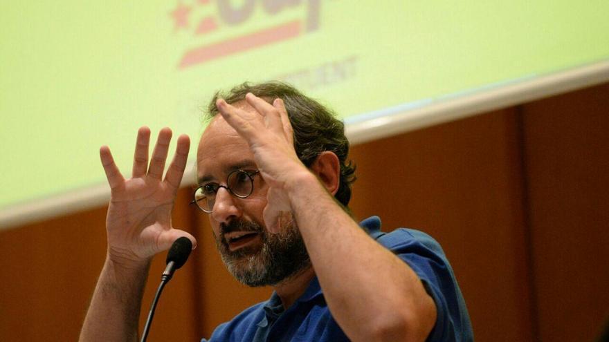 Antonio Baños hace ironia de Junts pel sí / SANDRA LÁZARO