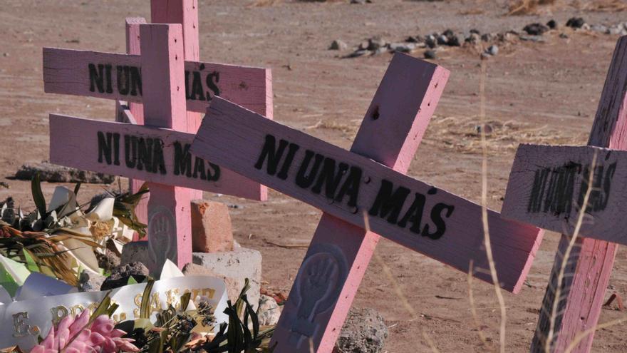 Cruces por las mujeres asesinadas en Campo Algodonero en México