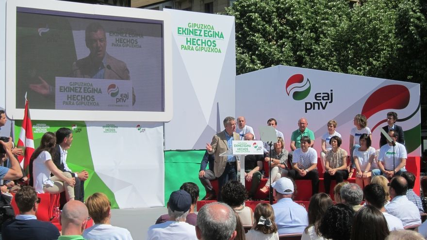 """Urkullu dice que el PNV garantiza """"proyecto, compromisos, acuerdos y hechos"""" y no """"brindis al sol"""""""