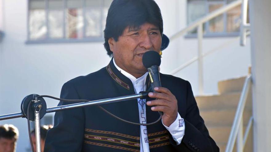 Morales aumenta salario de los trabajadores, congela el suyo y anuncia austeridad