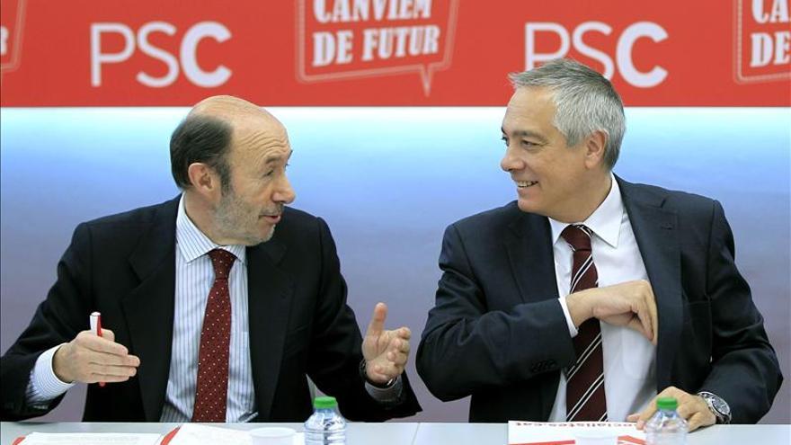 Rubalcaba y Navarro pactan una ofensiva federal que lleve el caso catalán al Congreso