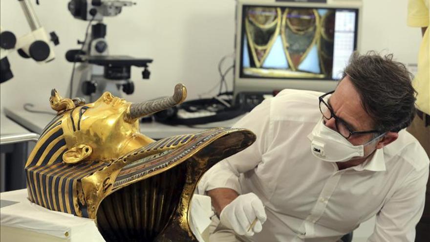 La restaurada máscara de Tutankamón vuelve a exhibirse en el Museo Egipcio