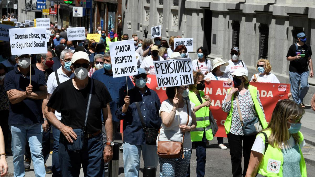 """Imagen de archivo de una manifestación a favor de unas pensiones públicas """"dignas"""" en Madrid."""