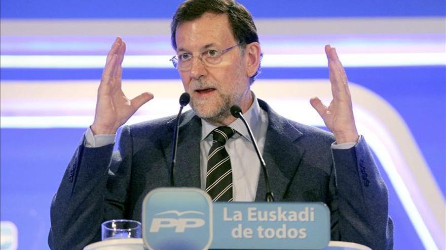 Rajoy pide al PSOE una actitud constructiva en la reforma local