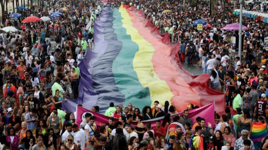 Río celebra su Orgullo Gay y denuncia el intento de censura de su alcalde
