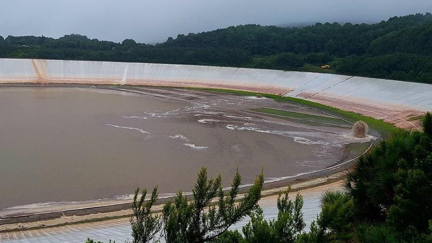 Este martes entra abundante caudal de lluvia en La Laguna de Barlovento. Foto: Jorge González.