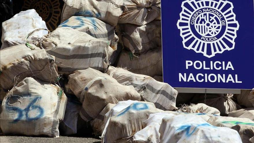 La Policía requisa en el Atlántico 1.950 kilos de coca con destino a España