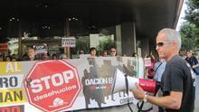 Familias afectadas por desahucios se encierran en Cajasur para pedir un interlocutor