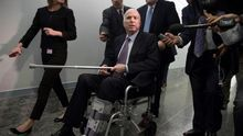Muere el senador republicano John McCain, rival de Obama en 2008 y crítico de Trump