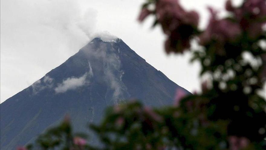 Mantienen vigilancia especial en volcán chileno cercano a frontera boliviana
