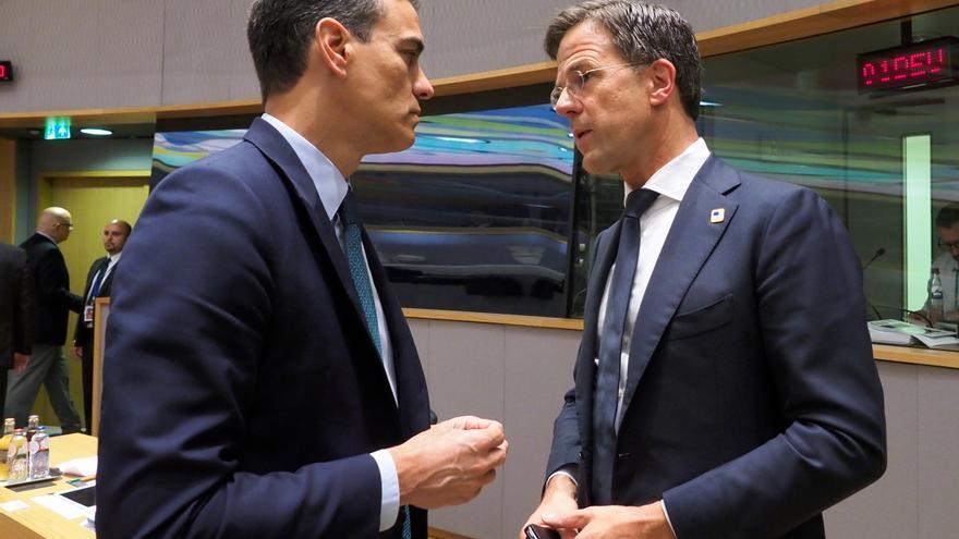 From left to right: Mr Pedro SANCHEZ, Spanish Prime Minister; Mr Mark RUTTE, Dutch Prime Minister. European Council - June 2019 (Day 2)