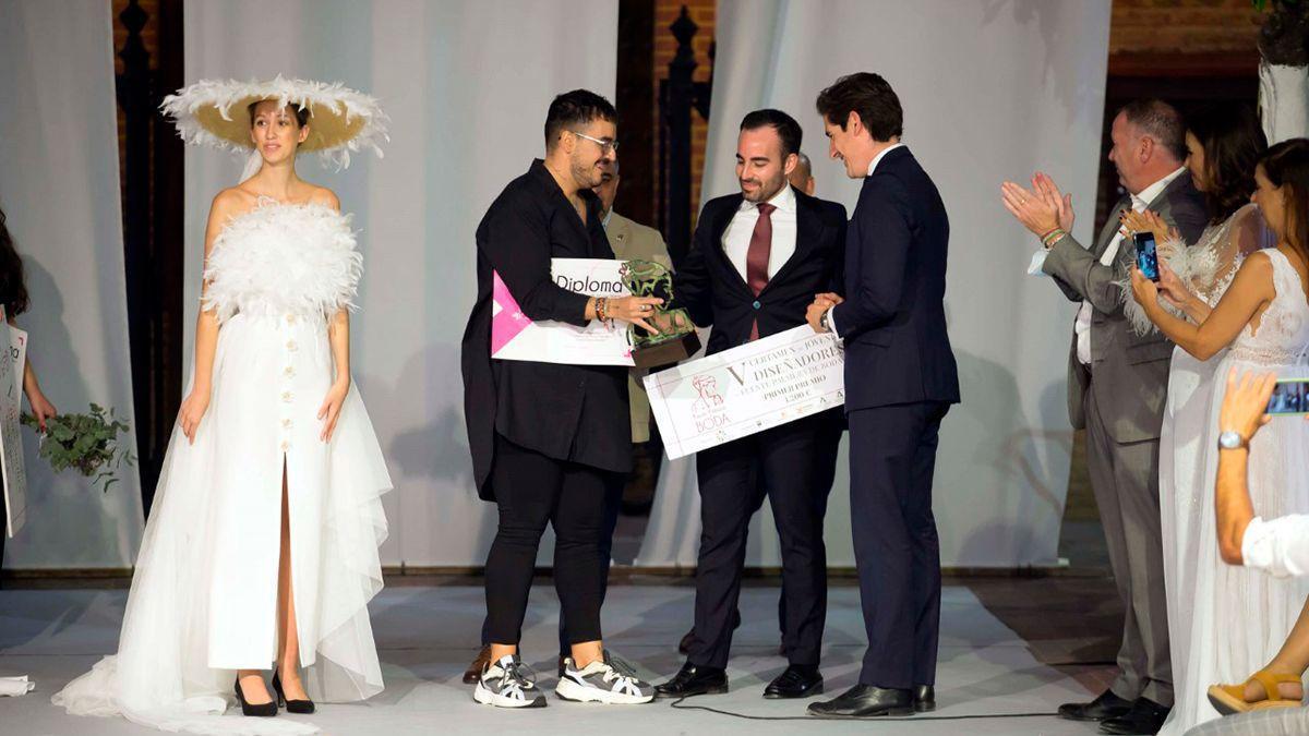 Alberto Muñoz, ganador del V Certamen de Jóvenes Diseñadores de Fuente Palmera de Boda