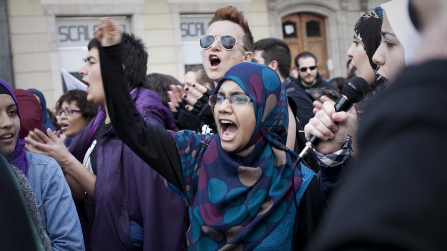 """Bloque """"soy mujer, soy libre, visto como quiero"""". Manifestación del 8 de marzo en Barcelona. / Fotógrafa Lara Mazagatos"""