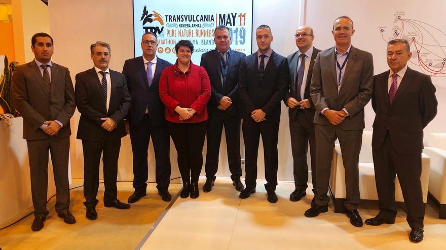 Imagen tras el acuerdo de patrocinio de Naviera Armas.