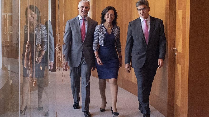 Andrea Orcel, Ana Botín y el consejero delegado del Santander, José Antonio Álvarez, en una imagen de archivo.