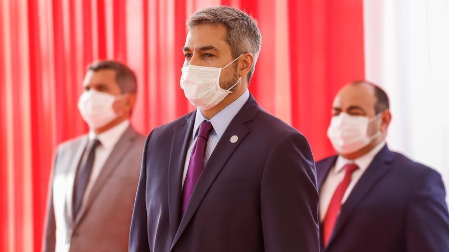 En la imagen, el presidente de Paraguay, Mario Abdo Benítez (c).