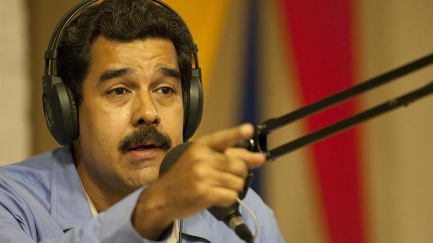 Maduro estrena un programa de radio con música salsera y política