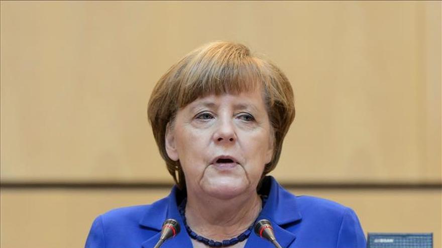 Merkel pide un plan de contingencia global para futuras crisis como la del ébola