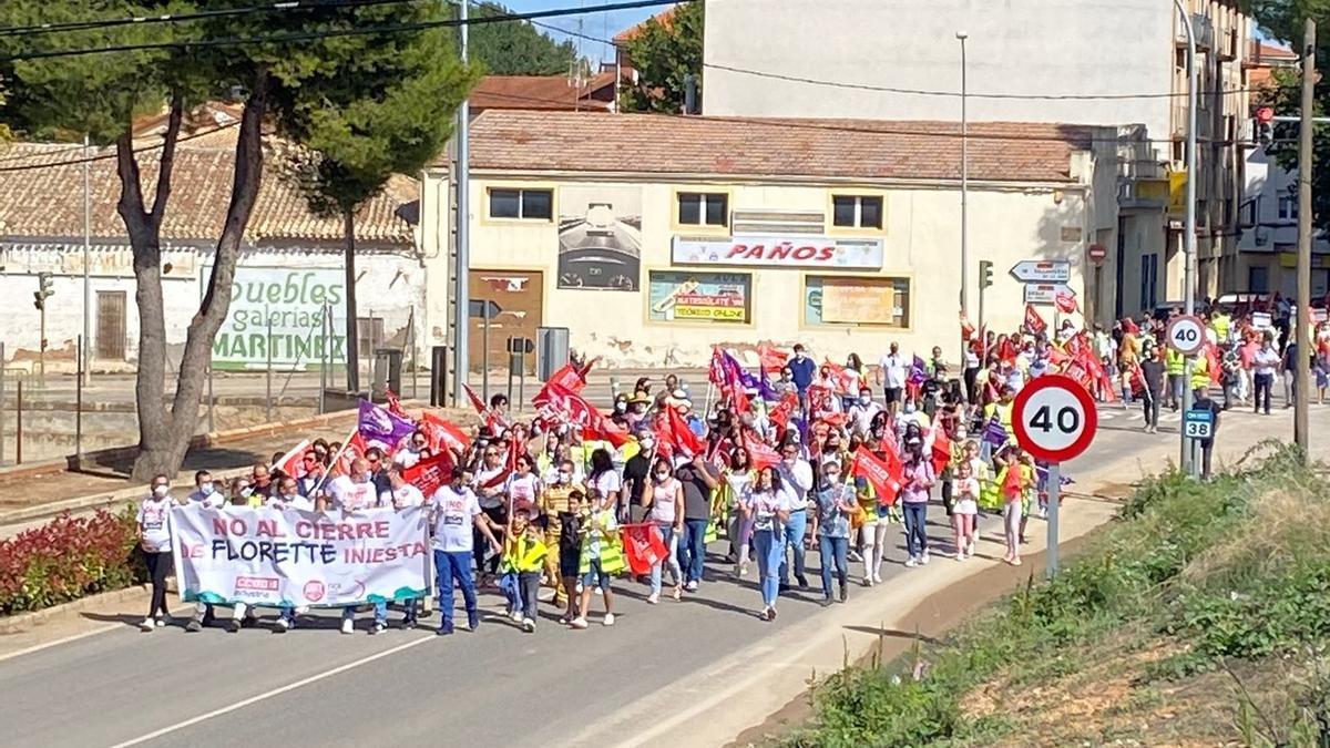 Manifestación en Iniesta contra el cierre de la planta de Vegetales de La Mancha, del grupo Florette