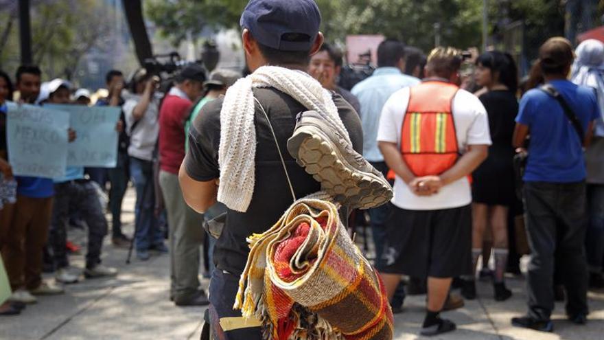 Decenas de miembros de caravana migrante se manifiestan en capital mexicana