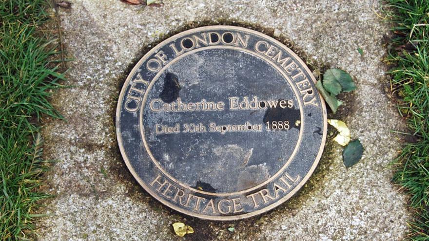 Tumba de Catherine Edowes, víctima de Jack el Destripador, en el Cementerio de Londres.