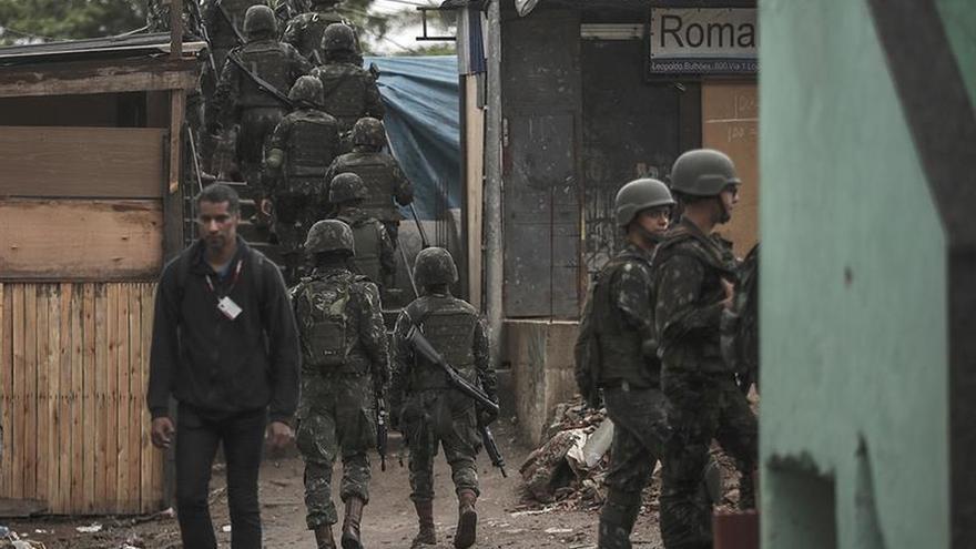 Detenidas cinco personas en la mayor favela de Río en medio de nuevos tiroteos