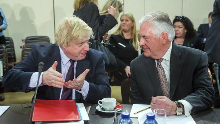 Johnson se reúne con Tillerson para abordar las consecuencias de Irma y la crisis norcoreana