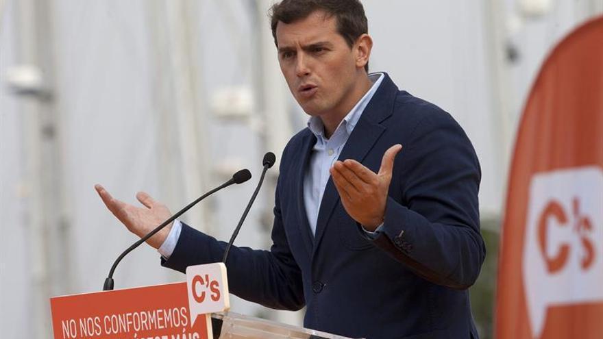 Rivera emplaza a Rajoy y Sánchez a una mesa a tres después de elecciones 25S