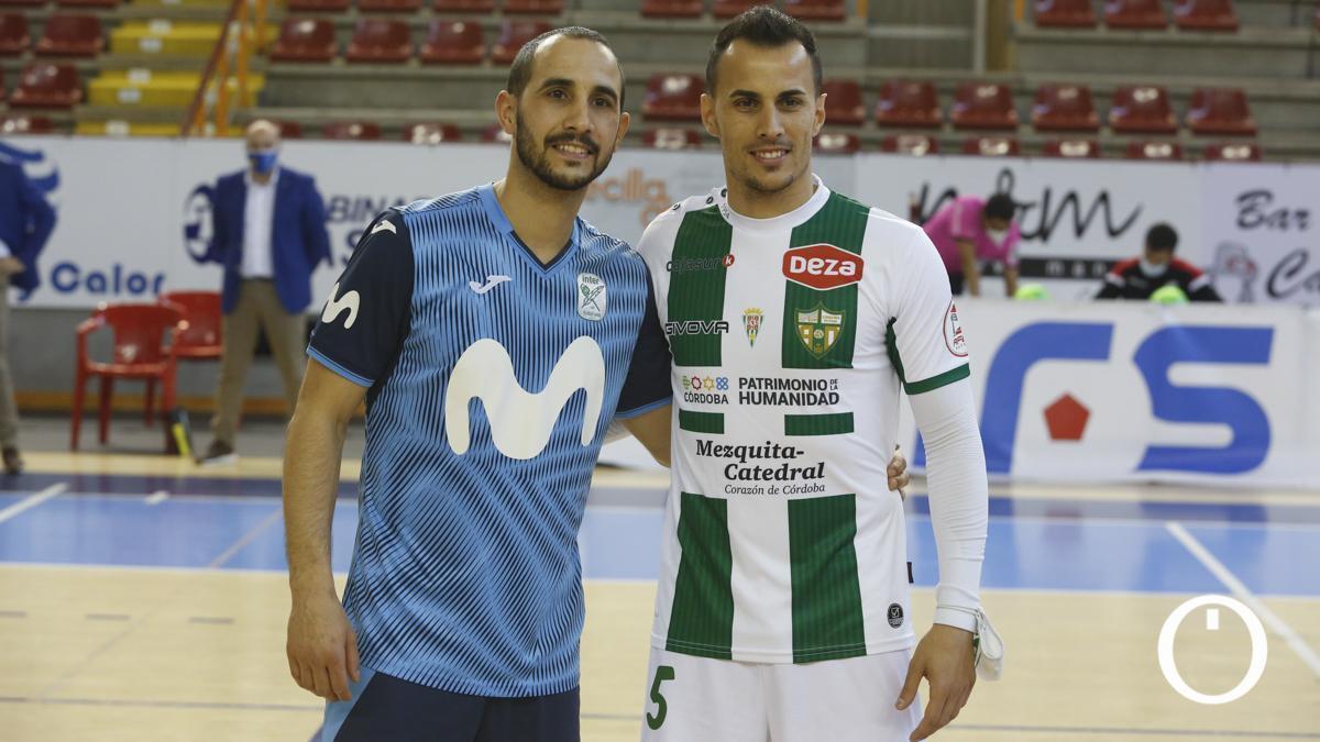Boyos posa con su hermano, Boyis, tras el duelo con el Inter.