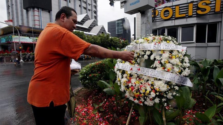 Rinden homenaje a las víctimas del ataque del EI en Yakarta hace un año