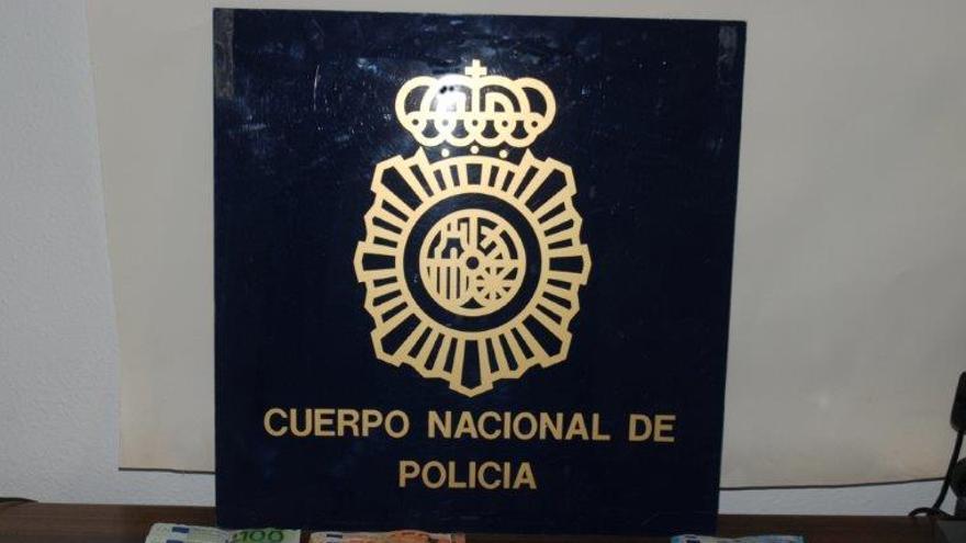Dinero y droga incautado por la Policía Nacional.