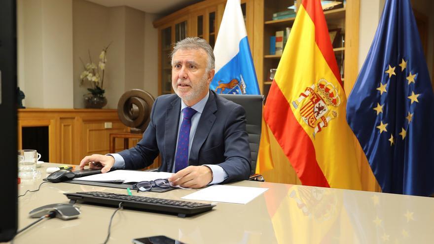 El presidente del Gobierno de Canarias, Ángel Víctor Torres, durante la reunión por vídeoconferencia de los presidentes de las comunidades autónomas con el presidente del Gobierno de España, Pedro Sánchez.
