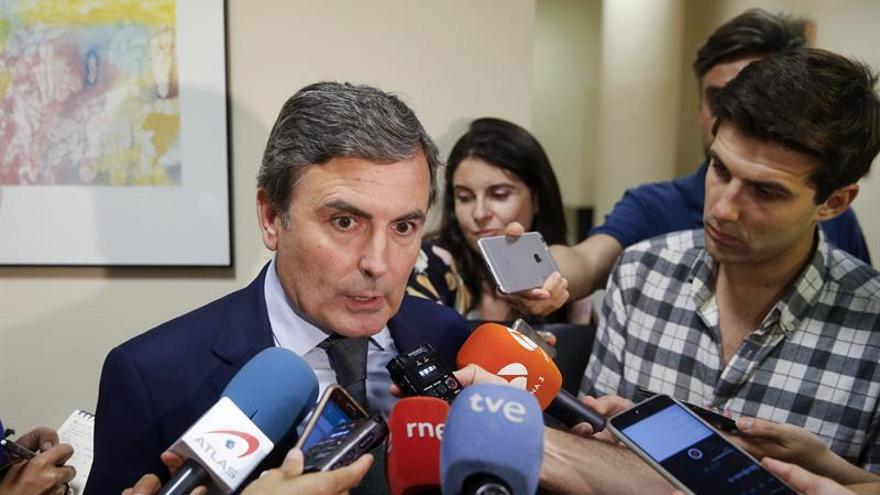 El PSOE pide a De Guindos que dimita por mentir sobre Soria y no asumir errores
