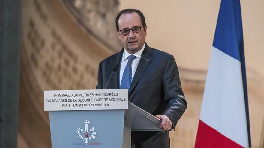 Hollande se solidariza con Merkel y asegura una total movilización policial