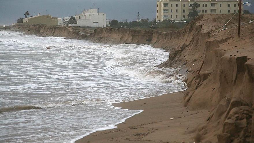 Estado de las playas del sur de València tras un temporal.